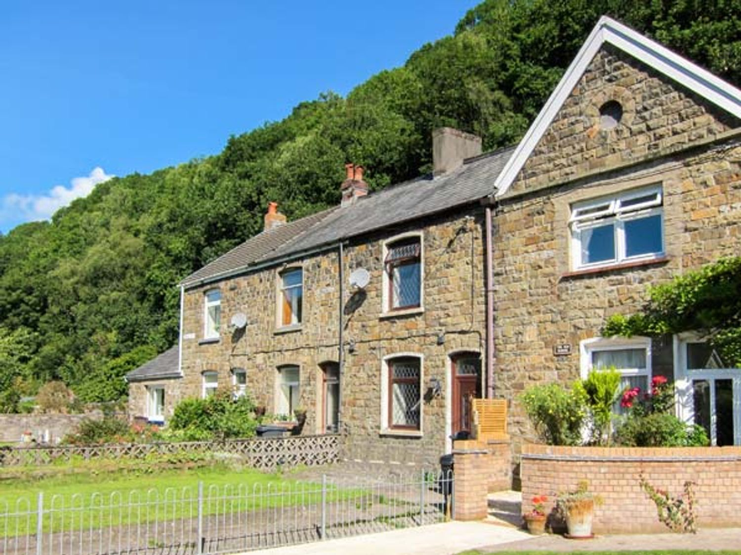 The Old School - South Wales - 6120 - photo 1