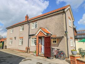 Vicarage Cottage - Whitby & North Yorkshire - 1000416 - thumbnail photo 1