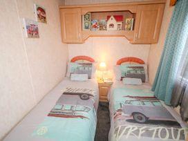 Alken Caravan - Antrim - 1008111 - thumbnail photo 12