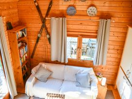 Orchard Cabin - Cotswolds - 1014346 - thumbnail photo 2
