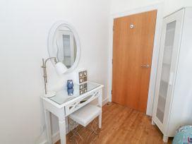 Apartment 14 - North Wales - 1015002 - thumbnail photo 19