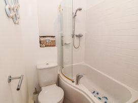 Apartment 14 - North Wales - 1015002 - thumbnail photo 20