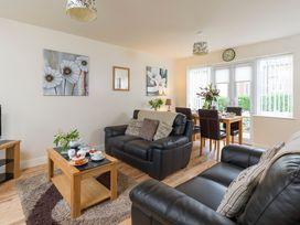 Sunny Corner Cottage - Whitby & North Yorkshire - 1015768 - thumbnail photo 1