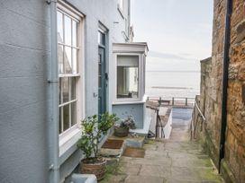 Beachside Cottage - Whitby & North Yorkshire - 1015789 - thumbnail photo 1
