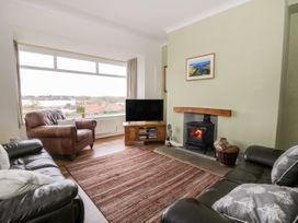 8 Mere View Avenue - Whitby & North Yorkshire - 1016901 - thumbnail photo 3