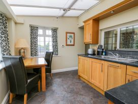 Stakesby House Apartment 1 - Whitby & North Yorkshire - 1017906 - thumbnail photo 7