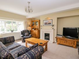 Stakesby House Apartment 1 - Whitby & North Yorkshire - 1017906 - thumbnail photo 3
