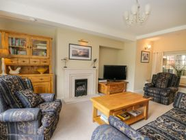 Stakesby House Apartment 1 - Whitby & North Yorkshire - 1017906 - thumbnail photo 5