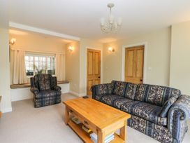 Stakesby House Apartment 1 - Whitby & North Yorkshire - 1017906 - thumbnail photo 4