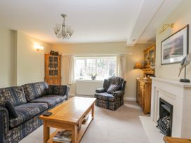Stakesby House Apartment 1 - Whitby & North Yorkshire - 1017906 - thumbnail photo 6