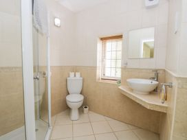 Stakesby House Apartment 1 - Whitby & North Yorkshire - 1017906 - thumbnail photo 12