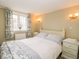 Stakesby House Apartment 1 - Whitby & North Yorkshire - 1017906 - thumbnail photo 10