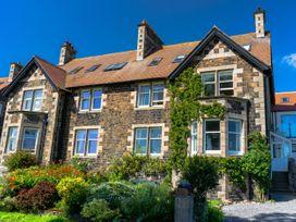 Whinstones at 4 The Villas - Northumberland - 1021325 - thumbnail photo 1