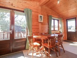 16 Amber Wood Lodge - South Coast England - 1021624 - thumbnail photo 10
