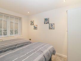 Flat 2, 38 Preston Road - Dorset - 1037083 - thumbnail photo 14