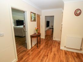 11 Queens Drive - North Wales - 1038287 - thumbnail photo 2