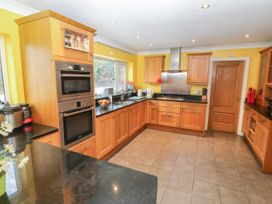 11 Queens Drive - North Wales - 1038287 - thumbnail photo 8