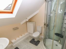 11 Queens Drive - North Wales - 1038287 - thumbnail photo 16