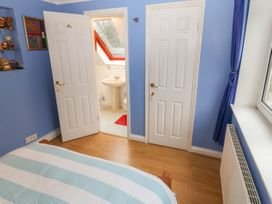 11 Queens Drive - North Wales - 1038287 - thumbnail photo 18