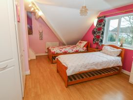 11 Queens Drive - North Wales - 1038287 - thumbnail photo 20
