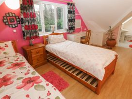 11 Queens Drive - North Wales - 1038287 - thumbnail photo 21