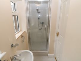 11 Queens Drive - North Wales - 1038287 - thumbnail photo 26