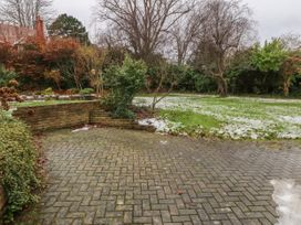 11 Queens Drive - North Wales - 1038287 - thumbnail photo 27