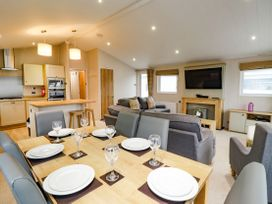 Lodge BR56 at Pevensey Bay - Kent & Sussex - 1043960 - thumbnail photo 8