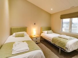 Lodge BR56 at Pevensey Bay - Kent & Sussex - 1043960 - thumbnail photo 10