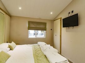 Lodge BR56 at Pevensey Bay - Kent & Sussex - 1043960 - thumbnail photo 11