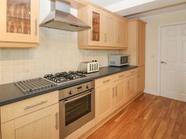 12 Llys Rhostrefor - Anglesey - 1044884 - thumbnail photo 11