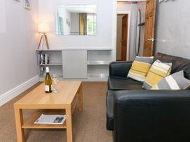 George Centre Apartment 3 - Peak District - 1047256 - thumbnail photo 4