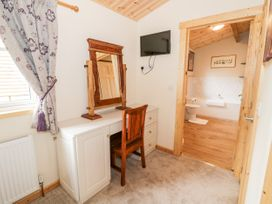 Brookside Lodge - Cotswolds - 1048507 - thumbnail photo 18