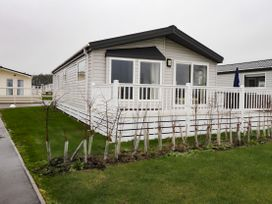 Lodge BR55 at Pevensey Bay - Kent & Sussex - 1050157 - thumbnail photo 1