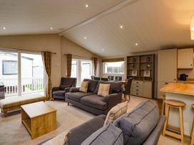 Lodge BR55 at Pevensey Bay - Kent & Sussex - 1050157 - thumbnail photo 2