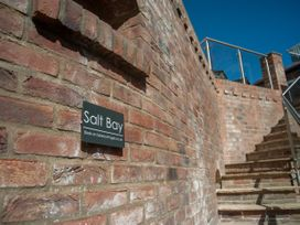 Salt Bay - Whitby & North Yorkshire - 1050529 - thumbnail photo 2