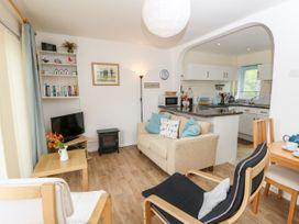 Buddleia Cottage - Isle of Wight & Hampshire - 1051305 - thumbnail photo 4