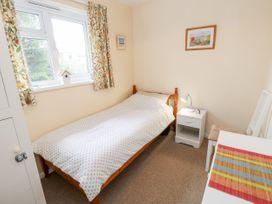Buddleia Cottage - Isle of Wight & Hampshire - 1051305 - thumbnail photo 12