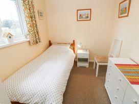 Buddleia Cottage - Isle of Wight & Hampshire - 1051305 - thumbnail photo 13