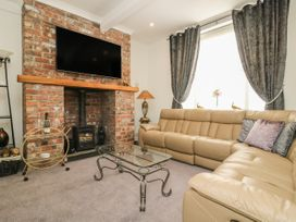 25A Beckside - Whitby & North Yorkshire - 1056337 - thumbnail photo 2