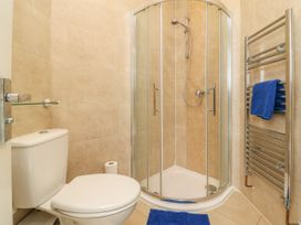 25A Beckside - Whitby & North Yorkshire - 1056337 - thumbnail photo 13