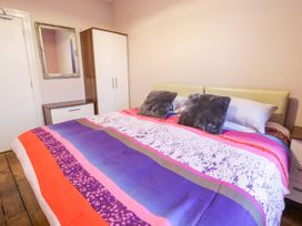 Ship 2 - North Wales - 1057926 - thumbnail photo 11