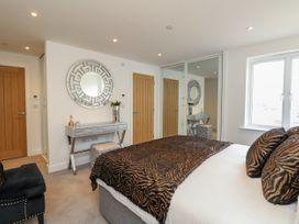 Harbourside Haven Apartment 1 - Dorset - 1059262 - thumbnail photo 13