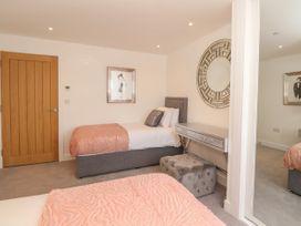 Harbourside Haven Apartment 1 - Dorset - 1059262 - thumbnail photo 17