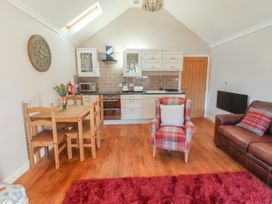 Top Farm Lodge (formerly The Goat's Shed) - Shropshire - 1059787 - thumbnail photo 6