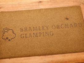 Bramley Orchard Glamping - Lincolnshire - 1062708 - thumbnail photo 15