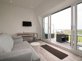 Beachview Apartment 8 - Cornwall - 1066475 - thumbnail photo 5