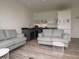 Beachview Apartment 8 - Cornwall - 1066475 - thumbnail photo 6