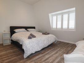 Beachview Apartment 8 - Cornwall - 1066475 - thumbnail photo 8