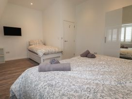 Beachview Apartment 8 - Cornwall - 1066475 - thumbnail photo 10